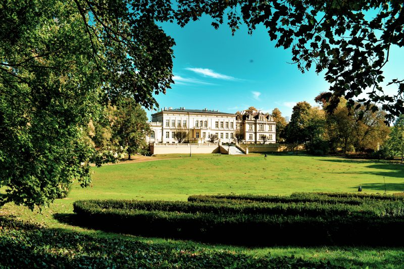 Nowy Pałac w Ostromecku wraz z polaną